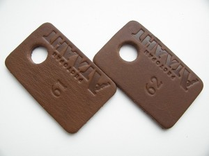 фото: Номерки для гардероба из кожи